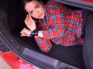 Raptada y obligada a chupar polla en el maletero del coche