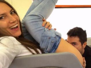 Pareja amateur se graba cogiendo en un vagón del tren